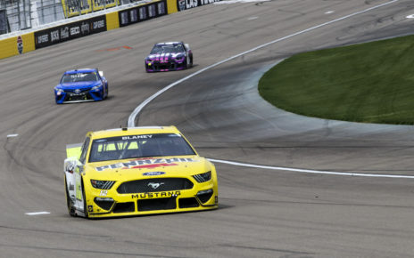 Ryan Blaney races his NASCAR Cup Series Ford Mustang at Las Vegas Motor Speedway in the 2021 Pennzoil 400 Presented by Jiffy Lube. Photo by Rachel Schuoler / Kickin' the Tires