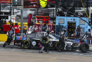 Kevin Harvick changes four tires in a pit stop during the 2021 Pennzoil 400 at Las Vegas Motor Speedway. Photo by Rachel Schuoler / Kickin' the Tires